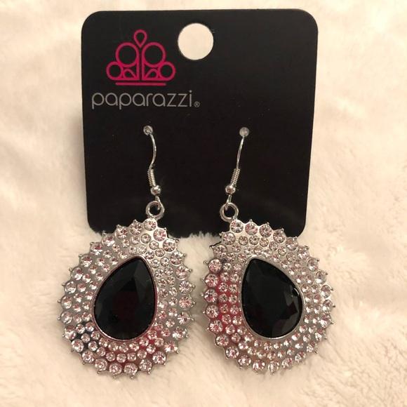 Paparazzi Exquisitely explosive black earrings